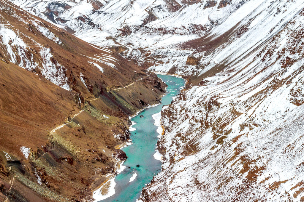 The Indus river flowing through the Ladakh range of the Himalayas. Credit: Parvesh Jain / Alamy Stock Photo. MMHB4G