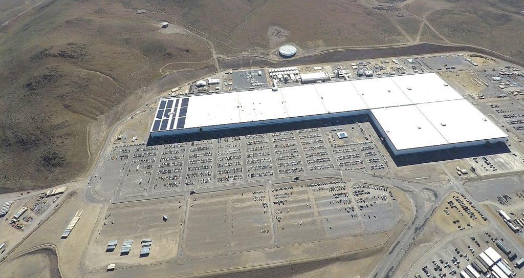 Tesla Gigafactory solar roof installation in-progress as of 18 April 2019. Image from Teslarati.