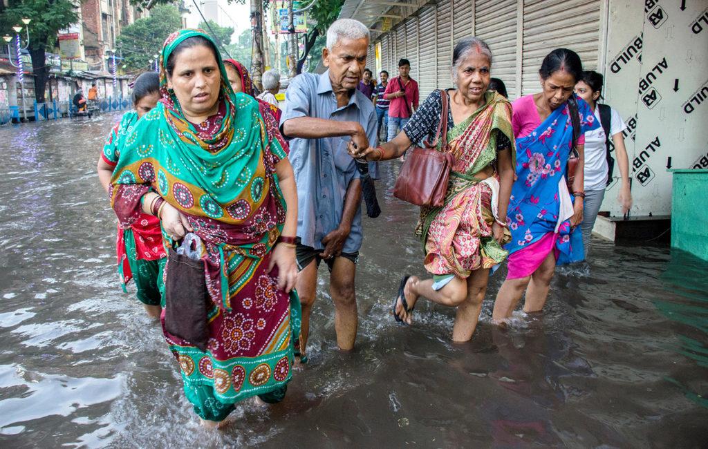 A monsoon hits Kolkata, India, 7 July 2017. Credit: Dipayan Bose / Alamy Stock Photo. JTYWCR