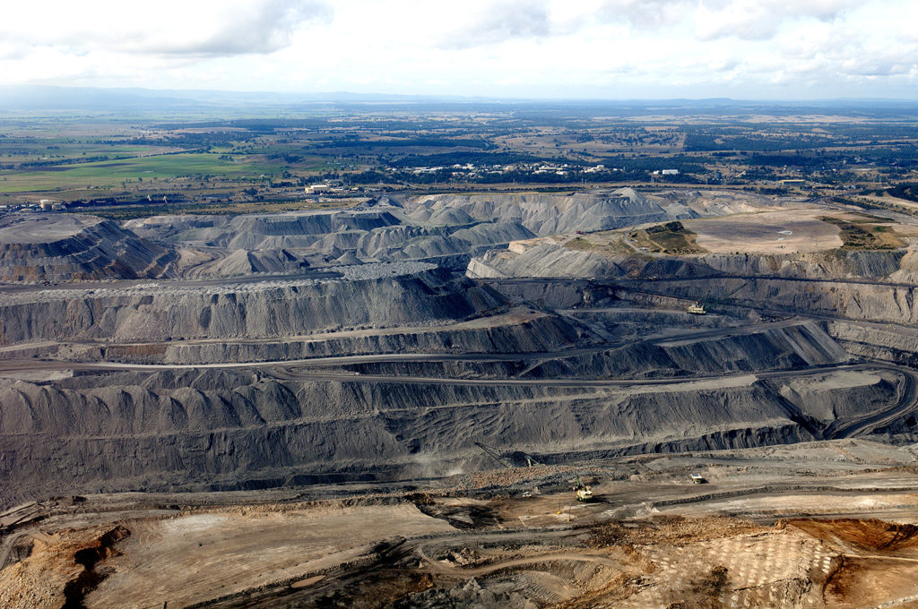 Open coal cut mine, Hunter Valley, Australia. Credit: Jeremy Buckingham (CC BY 2.0).