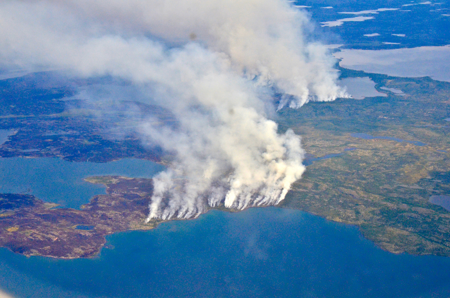 Fires ravaging forests along lakes northeast of Great Slave Lake